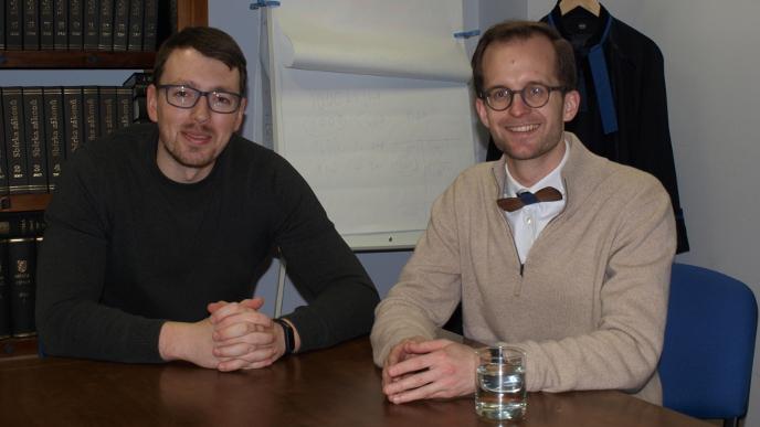 Zprávy z Chebu: Petr Budil a Libor Dušek (s motýlkem)