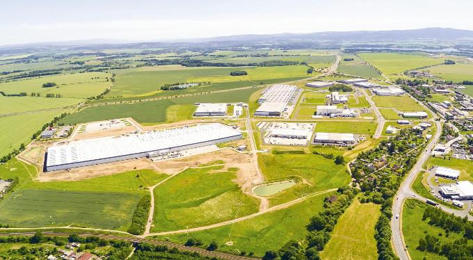 Letecký pohled na chebský průmyslový park
